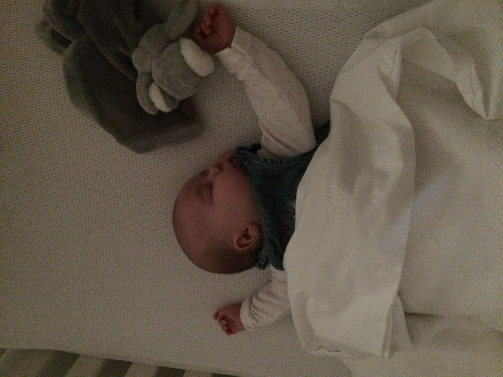 Tien minuten je baby laten huilen? Hell no!