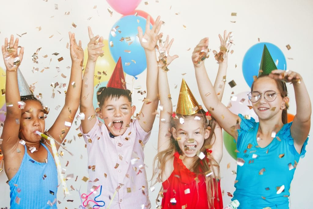 https://www.shutterstock.com/nl/image-photo/bright-cute-children-celebrate-birthday-multinational-1660663351