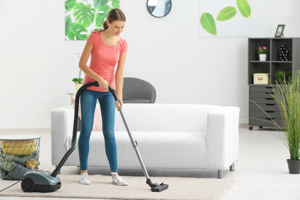 https://www.shutterstock.com/nl/image-photo/young-woman-hoovering-carpet-home-782569516