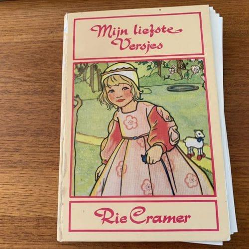 Gastblog oma Bobje: Mijn jeugd teruggevonden in het kinderzwerfboekkastje